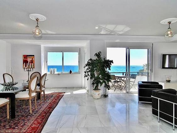 Beautiful apartment in Puerto Deportivo, Fuengirola.